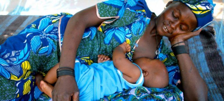 Chance de bebês serem amamentados é 5 vezes menor em países de alta renda