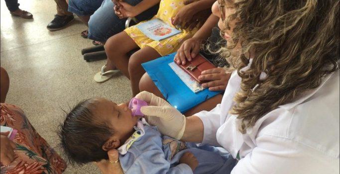 Projeto do AP usa copinho para envolver familiares na amamentação de recém-nascidos