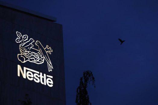 Nestlé é criticada por publicidade de leite para bebês